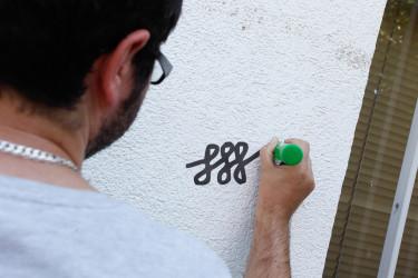 Con símbolos  los delincuentes suelen marcar las casas que son blanco de robos.