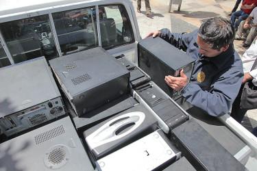 Los computadores fueron incautados por personal de la Bridec de la PDI.