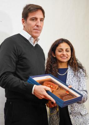 Eduardo Berizzo se mostró emocionado por el reconocimiento entregado.