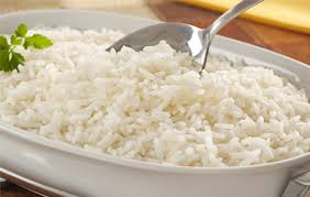 Entre los carbohidratos que se pueden transformar en grasa están el arroz, pastas refinadas o blancas, pan especial o blanco, gaseosas y jugos con azúcar.