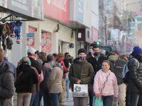 Desde el término de la etapa de cuarentena en la capital regional se ha observado una elevada afluencia de personas en la zona céntrica.